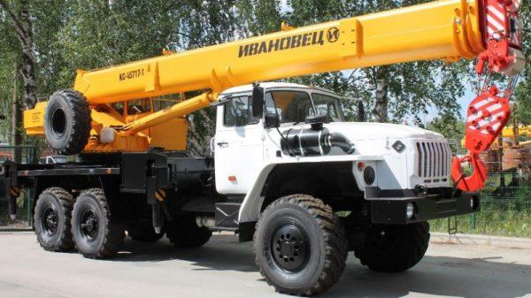 фото автокран 25 тонн Ивановец КС 55744